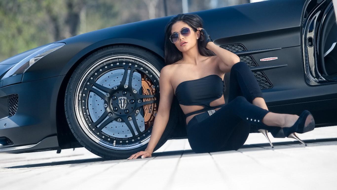 Смотреть порно с симпатичной брюнеткой в автомобиле мерседес бенс 4 фотография